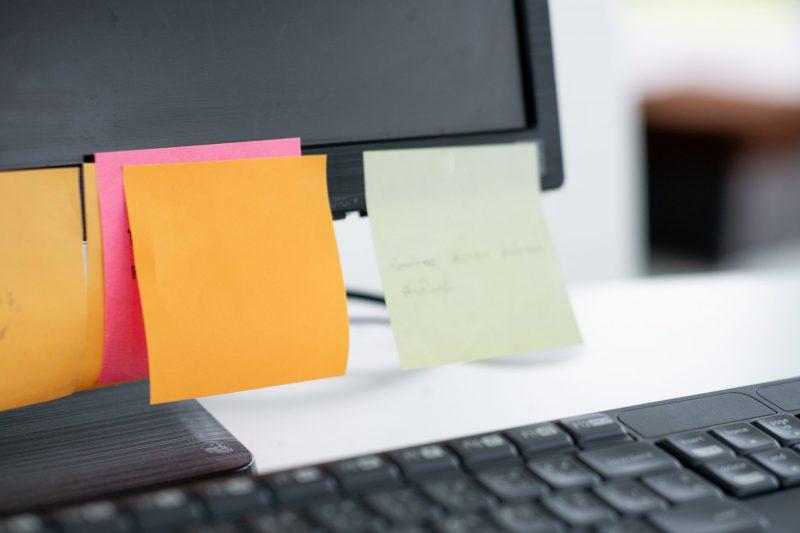 Handwerksbüro im Home Office. Das Post-It Dilemma - Das Post-it ist der Tod des virtuellen Büros
